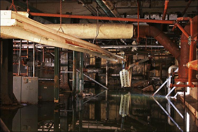 flooded hallway || canon 300d/kit lens | 1/30s | f8 | ISO 100