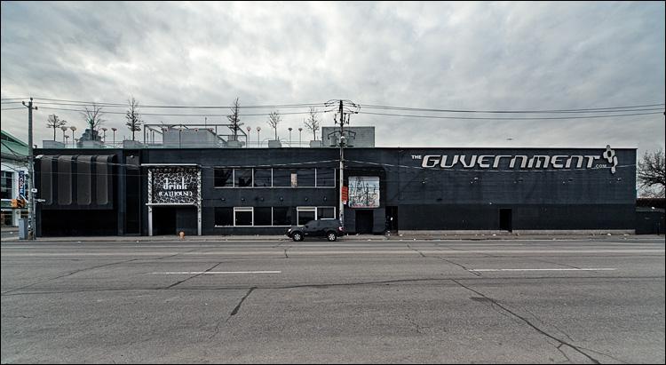 black suv,black building || Canon5D2/Sigma12-24@12 | 1/60s | f13 | ISO800